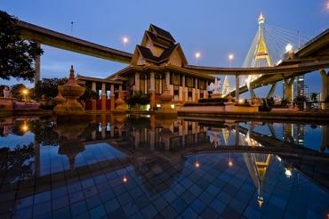 タイのプミポン国王の式典取り止めに関して