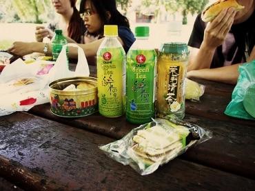 エボリューション・キャピタル社と緑茶大手オイシ・グループは隣国進出を加速