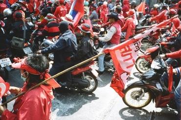 タイの戒厳令が10ヶ月ぶりに解除