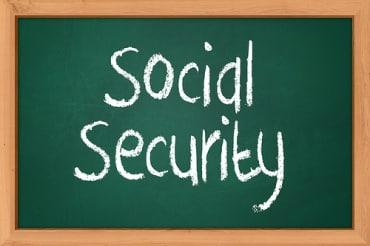 タイの社会保障制度に関して5%ずつの労使負担が原則となる。