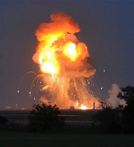 インドネシアの首都ジャカルタで爆発テロ