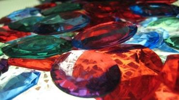 タイの宝石産業の成長に関して、プランダ・ジュエリー社など