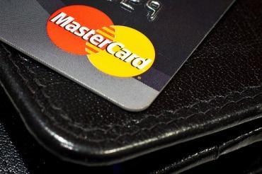 タイ人のクレジットカード保有者は高割合でオンラインショッピングを利用済み
