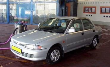 マレーシアの自動車関連企業、DRBハイコム社の業績について