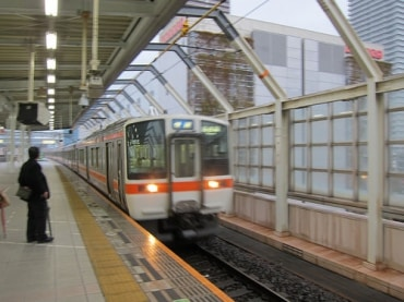 バンコクの高架鉄道、パープルライン周辺の開発による不動産価格高騰