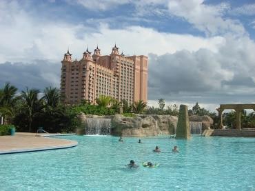 プーケット島のカマラビーチ地区、カトゥビーチにあるハイアット リージェンシー、企業解説