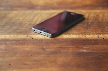 タイのスマートフォン販売台数は6%増の見通し