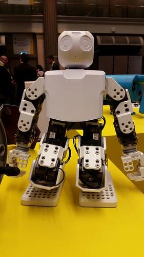 タイのグループ企業、サハ・グル-プのICCインターナショナルが販売ロボットを導入