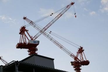 タイの工場用・大型クレーン製造のオーラ社がタイ証券取引所に新規上場