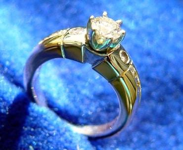 タイの宝石販売のジェムズ・ギャラリー社は観光旅行者向けで業績好調