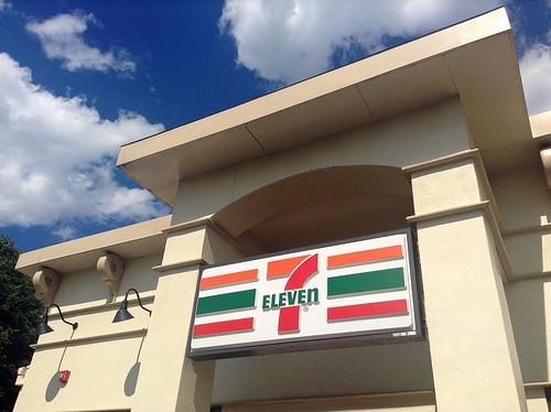 タイの大手不動産開発、プルクサー・ホールディングスはすべての住宅プロジェクトに、7-Elevenを併設