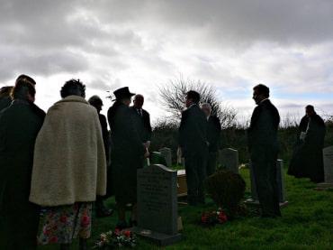 プミポン前国王陛下の火葬式に関する日程発表