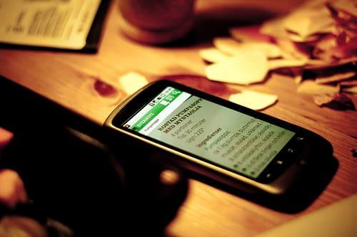 ニールセンタイランド社の調査で、タイ人のスマートフォン端末利用時間は4時間以上と判明