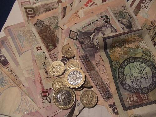 タイの各金融機関はATMなどでの引き出し資金を準備