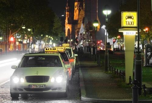 タイ国内チャットアプリ大手のLINEはタクシー配車アプリを発表