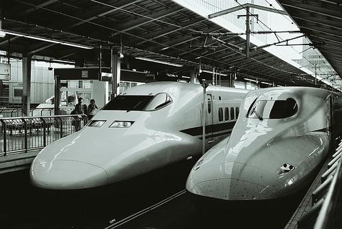 バンコク・エキスプレスウェイ&メトロ社は地下鉄通勤ラッシュ緩和に一部座席撤去