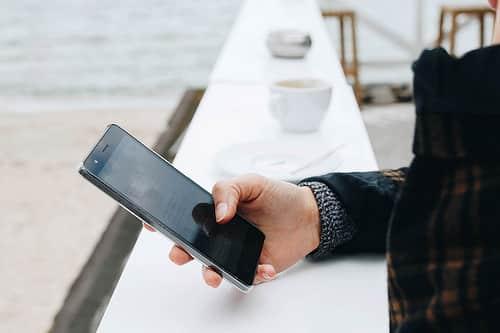 タイでは音声通話が減少し、データ通信使用量が大幅増加
