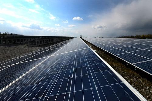 タイ最大の太陽光発電装置供給会社、SPCGは日本へ700億バーツ投資を決定【タイ:エネルギー】