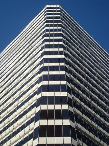 バンコク中心部のビルは高層化が進み、延べ床面積の増加を必要とする【タイ:不動産】